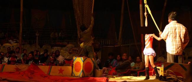 circo-indio-nina-esclava