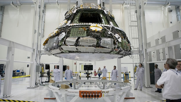 el-casco-de-calor-que-fue-trasladados-a-posicin-para-su-operacin-en-el-centro-espacial-kennedy-de-florida