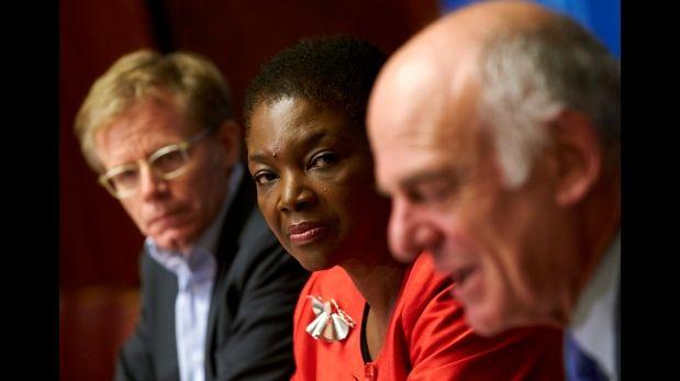 De izquierda a derecha: Bruce Aylward, de la OMS; Valerie Amos y David Nabarro, de la ONU. (Reuters)