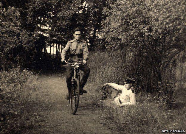 Gelfand montó en bicicleta por primera vez en Berlín.