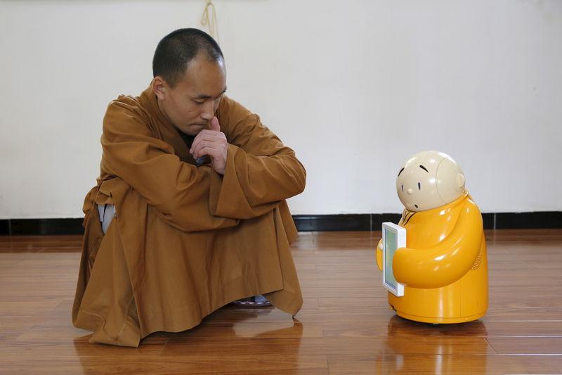 Un monje robot integra ciencia y budismo en un templo chino