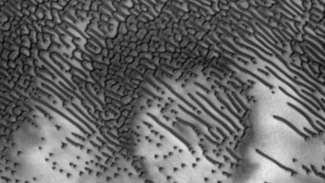 _90360969_morse-code-messages-uncovered-on-sand-dunes-in-mars
