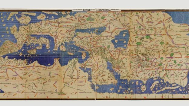 Este mapa, el Tabula Rogeriana de Muhammad al Idrissi, dibujado en 1154, solo podemos entenderlo si lo volteamos, como se ve en la foto.