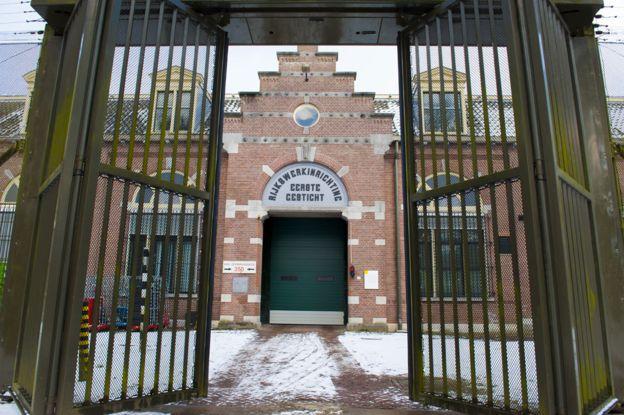 _92373614_prison976
